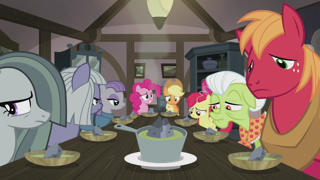 File:Apples and Pies at the dinner table S5E20.png