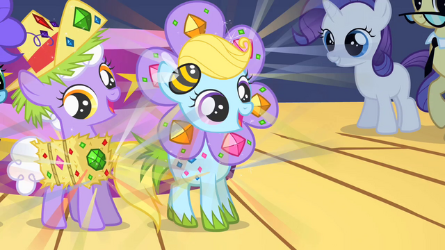 File:Fillies dancing in glittering costumes S1E23.png