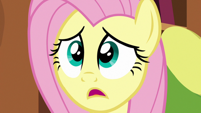 File:Fluttershy getting Discord's attention S7E12.png