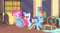 Rarity levitating rolls of fabric S4E08