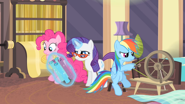 File:Rarity levitating rolls of fabric S4E08.png