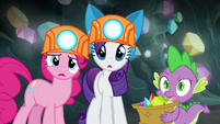 Pinkie, Rarity, and Spike look confused at Maud S7E4