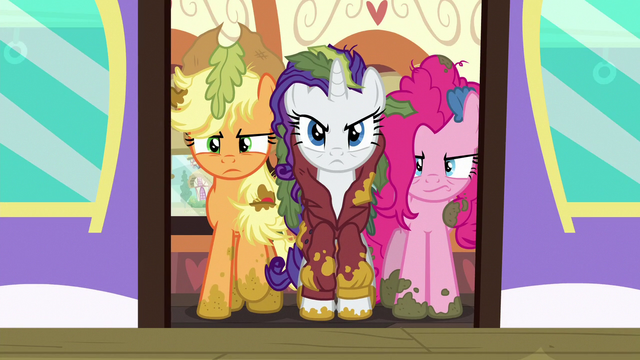 File:Applejack, Rarity, and Pinkie in the train car door S6E22.png