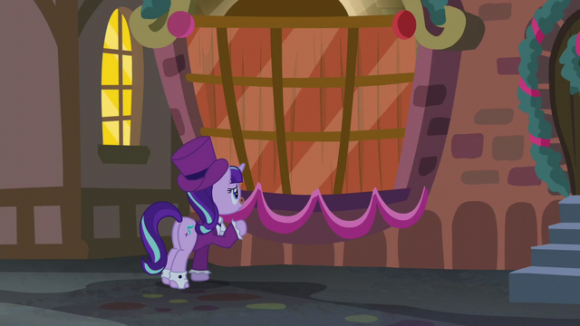 File:Curtains closes in on the window S06E08.png