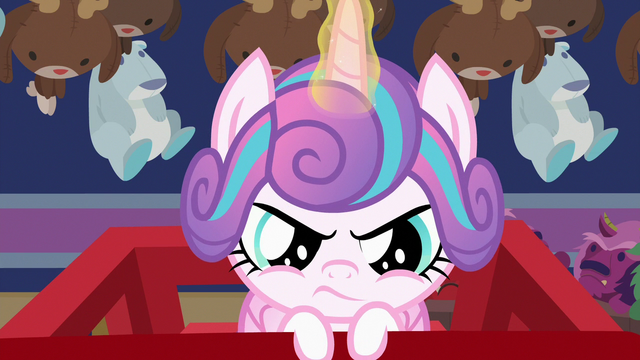File:Flurry using her magic on the shopping cart S7E3.png