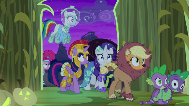File:Twilight and friends enter the corn maze S5E21.png