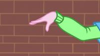 Pinkie Pie swaying her arm EGS1