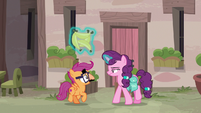 Disguised Scootaloo stalling Sugar Belle S7E8