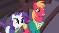 Rarity and Big McIntosh grinning S4E14