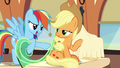 """Rainbow Dash """"what is that?"""" S6E1.png"""