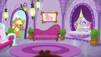 Applejack returns to the Day Spa S6E10