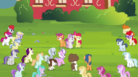 Crowd of foals walking towards the CMC S4E15