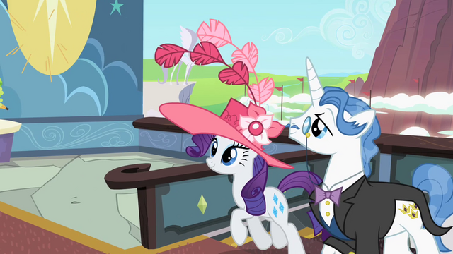 File:Rarity and Fancypants arrive to the derby S2E09.png