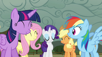 Twilight and friends happy S4E18