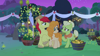 Granny Smith accepts Pear Butter as family S7E13
