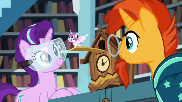 File:Starlight makes a Flurry Heart cuckoo clock S7E1.png