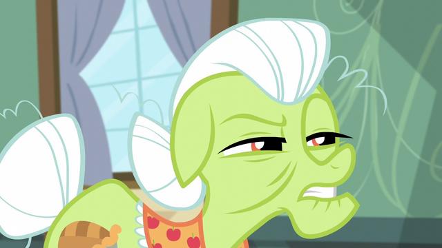 File:Granny Smith suspicious of Apple Bloom S5E4.png