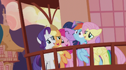 Twilight hugging her friends tightly S5E9