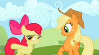 Apple Bloom eating apple S02E05