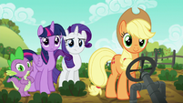 Applejack and friends in vegetable patch S6E10