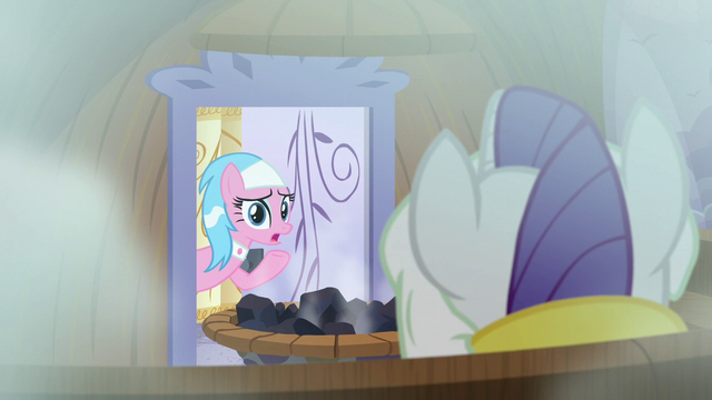File:Aloe opens the door S6E10.png