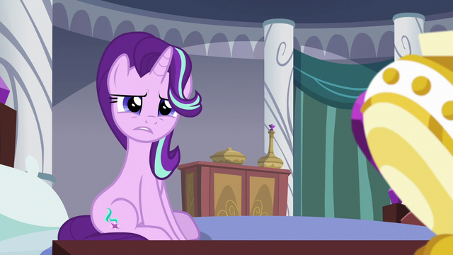 File:Starlight confused by Twilight's appearance S7E10.png