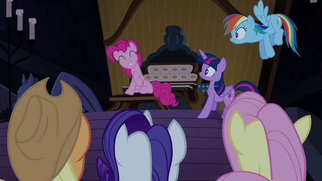 File:Pinkie Pie innocent grin S4E03.png