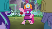 Pinkie Pie taking Starlight and Maud's picture S7E4
