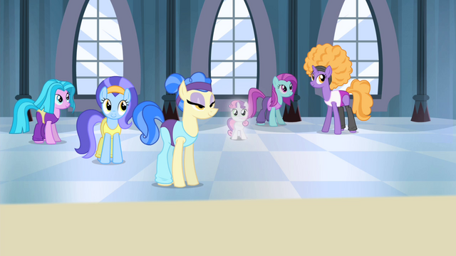 File:Sweetie Belle in Sapphire Shores' studio S4E19.png