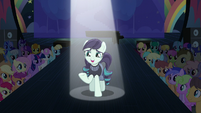 Coloratura addressing the crowd S5E24