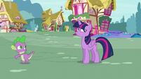 Spike runs toward the bed store S5E3
