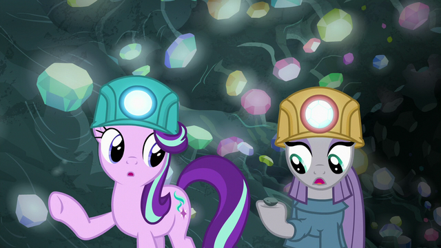 """File:Maud Pie """"get us out of here, boy"""" S7E4.png"""