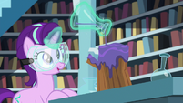 Starlight pouring potion on piece of wood S7E1