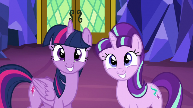 File:Twilight and Starlight smiling S5E26.png
