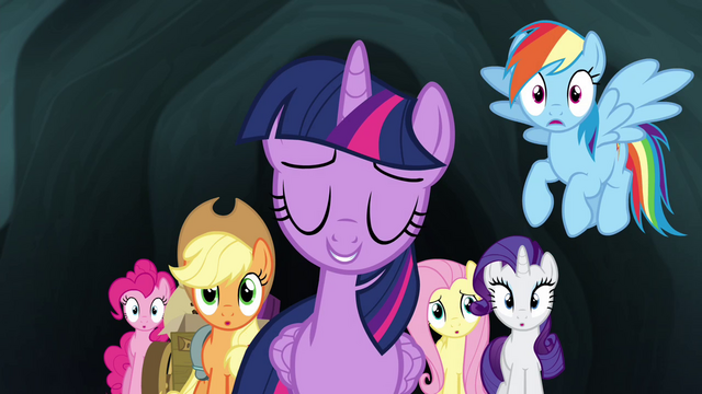 File:Twilight sure no one will notice her S4E22.png