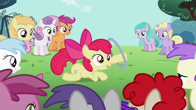 File:Apple Bloom shows off her new talent S2E06.png
