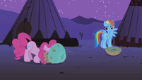 Pinkie Pie eating S01E21