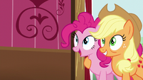 Pinkie and Applejack backs up S5E11
