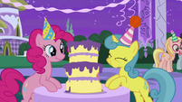 Pinkie Pie and Lemon Hearts eating cake S5E12