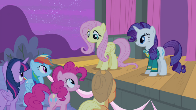 File:Fluttershy with a smile S4E14.png