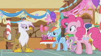 Rainbow Dash talks to Gilda about the pranks S1E05