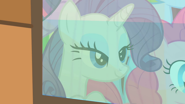 File:Rarity admiring the buffalo's accessories S1E21.png