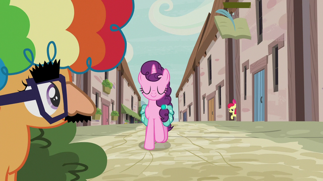 File:Scootaloo hiding while Sugar Belle approaches S7E8.png