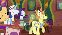 Interior decorator ponies start remodeling S6E12
