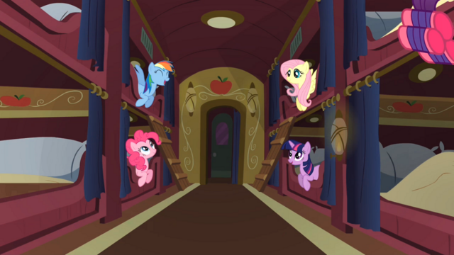 File:Ponies chatting S01E21.png