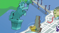 Red line directed towards the Manehattan statue S6E3