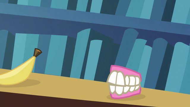File:Starlight turns flower vase into false teeth S6E21.png