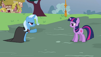 Trixie points at Twilight S3E5