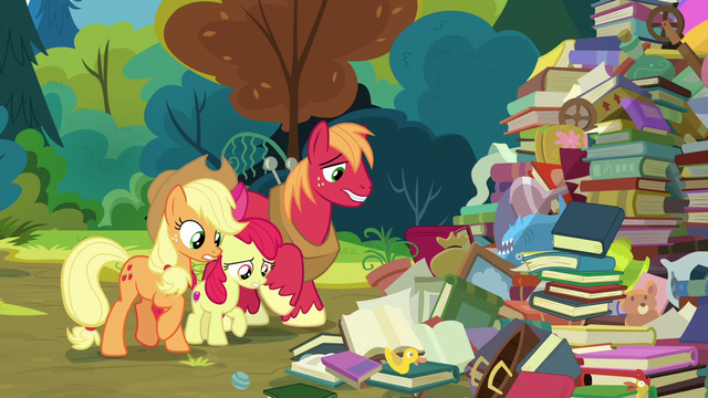 File:Apple siblings looking at Goldie Delicious' junk S7E13.png