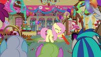 Fluttershy lets go of balloon S3E13
